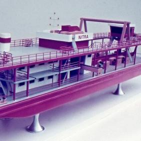 Model korečkového bágru KBT 400/200, dizajn: Ján Čalovka, Ján Ondrejovič, Slovenské lodenice Komárno, 1974