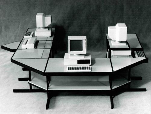 Kancelársky nábytok, Smrečina Pukanec, dizajn: Ján Čalovka, foto: rodinný archív
