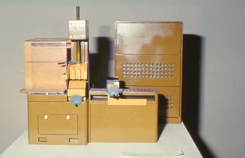 Kotúčová píla na kov,Strojárne Vyhne, dizajn: Ján Čalovka, foto: rodinný archív